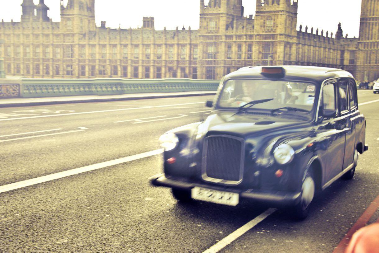 מוניות בלונדון, תחבורה ציבורית בלונדון